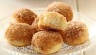 מיני סופגניות סוכר וקינמון אפויות (צילום: חן שוקרון, אוכל טוב)