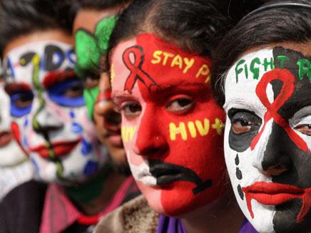 מעוררים מודעות לאיידס בהודו, החודש