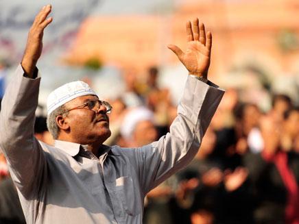 תומך האחים המוסלמים במצרים. ניצחון גדול בבחירות (צילום: רויטרס)