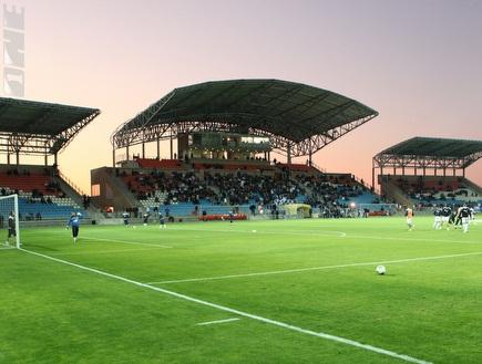 אצטדיון טוטו-ווינר. משטח דשא נהדר (עמית מצפה) (צילום: מערכת ONE)