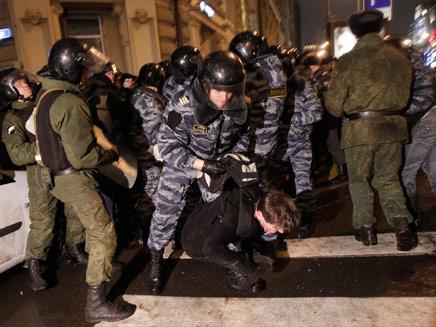 עימותים אלימים, הערב במוסקבה (צילום: AP)