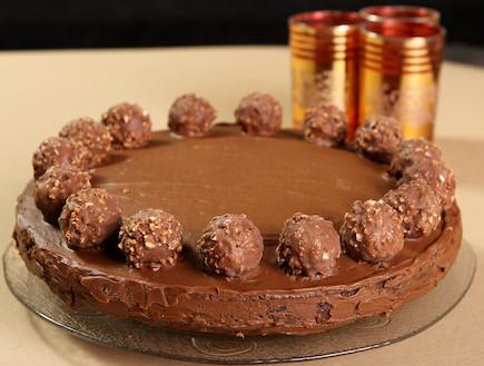 עוגת פררו רושה (צילום: עודד קרני, אוכל טוב)