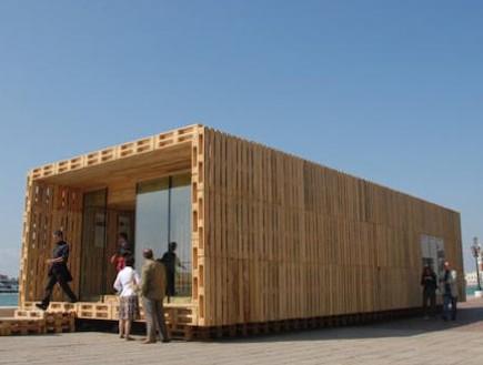 משטח עץ -בתים ממוחזרים