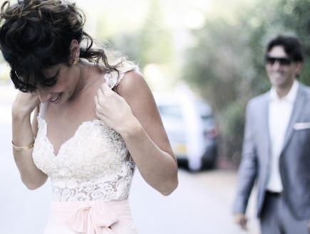 עכשיו רק חסר שיבוא החתן. תמונות חתונה