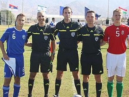 הקפטנים לפני המשחק (אתר ההתאחדות לכדורגל) (צילום: מערכת ONE)