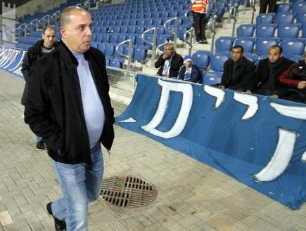 עמוס לוזון נכנס לאצטדיון החדש (יוסי ציפקיס) (צילום: מערכת ONE)