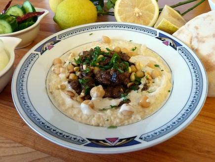 חומוס עם בשר של עמנואל (צילום: עמנואל רוזנצוייג, אוכל טוב)