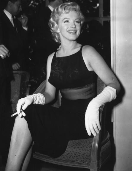 מרילין מונרו בשמלת ערב שחורה