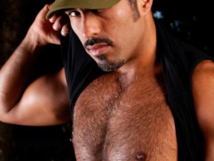 גבר שעיר עם כובע (צילום: Chris Howey, Istock)