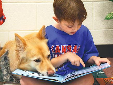 ילדים מקריאים ספרים לכלבים 2 (צילום: מתוך האתר kidsapsun)