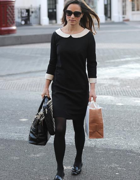 פיפה מידלטון בשמלה שחורה עם צוארון לבן (צילום: noon)