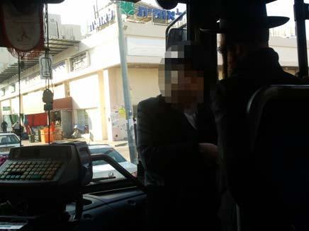 שני נוסעים שחסמו את דלת הכניסה באוטובוס