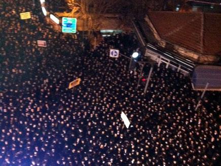 """הפגנה נגד ההפקעה במירון, מתחם ציון הרשב""""י (צילום: חדשות 2)"""