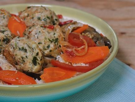 קציצות עם ירקות אחרי (צילום: יפית בשבקין, אוכל טוב)