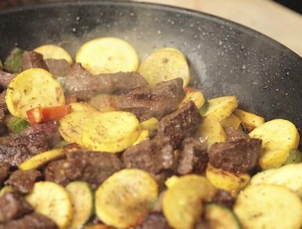 בשר מוקפץ עם ירקות (צילום: cstar55, Istock)