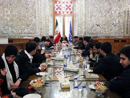ארוחת הכבוד למשוחררים בטהרן (צילום: הטלוויזיה האירנית)