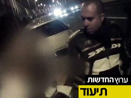 """מעצר ה""""יועץ לנהגים"""" (צילום: חדשות 2)"""