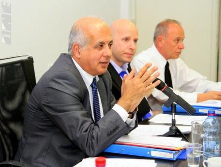 אבי לוזון בישיבת המזכירות (יניב גונן) (צילום: מערכת ONE)