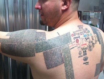 האיש שמקעקע על גופו מאה אלף כתובות אינטרנט (צילום: אתר רשמי, webpronews.com)