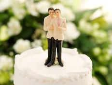 גייז על עוגה (צילום: Bob Thomas, Istock)