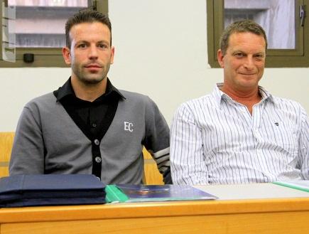 עמית קליין ואוראל גרינפלד בבית הדין (יניב גונן) (צילום: מערכת ONE)