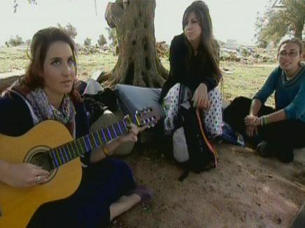 """""""נערות מגרון"""" (צילום: חדשות 2)"""