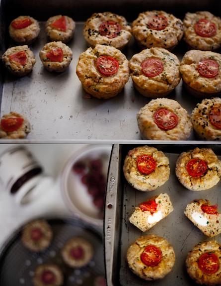 מאפינס עגבניות וגבינת עזים (צילום: אפיק גבאי, אוכל טוב)
