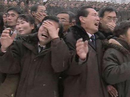 ארונו של קים ג'ונג איל (צילום: רויטרס)