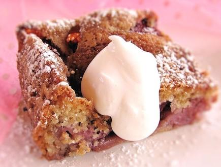 עוגת תותים בחושה עם קצפת (צילום: דליה מאיר, קסמים מתוקים)