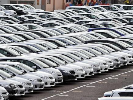מכוניות בנמל
