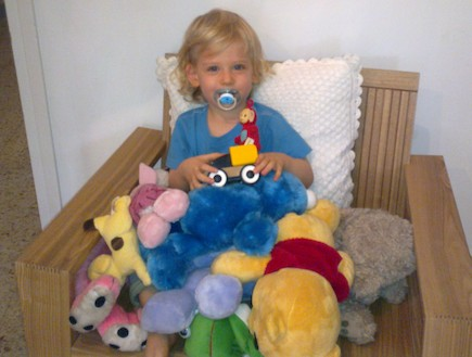 אבישי ברנע בן שנתיים (צילום: תומר ושחר צלמים)