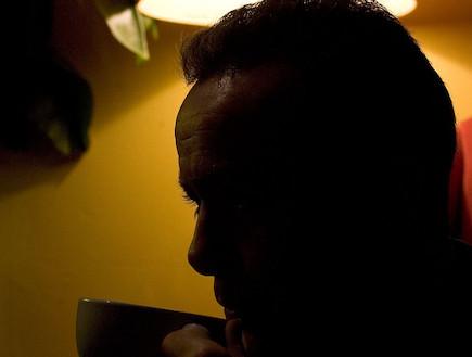 גבר עם פנים מוחשכות (צילום: Christopher Furlong, GettyImages IL)
