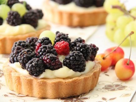 טארטלט פירות יער (צילום: חן שוקרון, אוכל טוב)