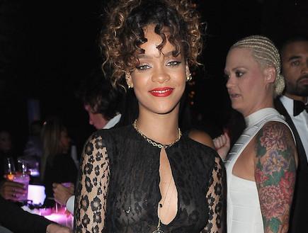 ריהאנה עם עגיל בפטמה (צילום: Gustavo Caballero, GettyImages IL)
