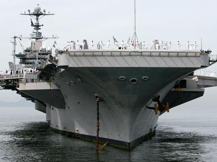 בדרכן לישראל. ספינת מלחמה אמריקנית (צילום: רויטרס)