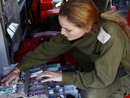 """טיפול נמרץ צבאי (צילום: אלמוג גנות, אתר צה""""ל)"""