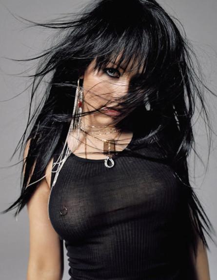 כריסטינה אגילרה פירסינג (צילום: intimatepiercings.tumblr.com)