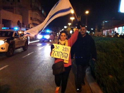 משתתפי ההפגנה, אמש בשכונת התקווה