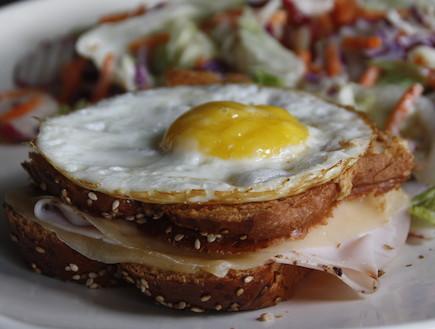 קרוק מאדאם דל קלוריות (צילום: אוכל טוב)
