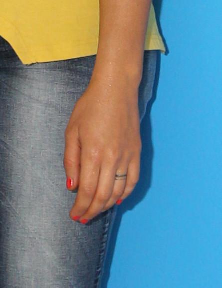 מרינה מקסימיליאן בלומין מאורסת מצטלמת לעונות- טבעת (צילום: עודד קרני)