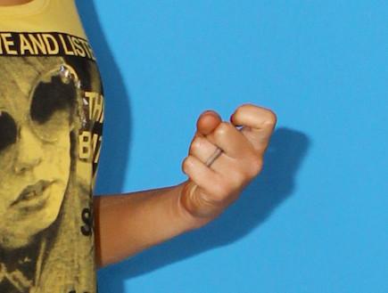 מרינה מקסימיליאן בלומין מאורסת מצטלמת לעונות- טבעת