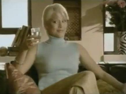 אנסטסיה מיכאלי בפרסומת למים (öéìåí: חדשות 2)