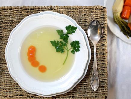 מרק עוף מוכן (צילום: אסתי רותם, אוכל טוב)
