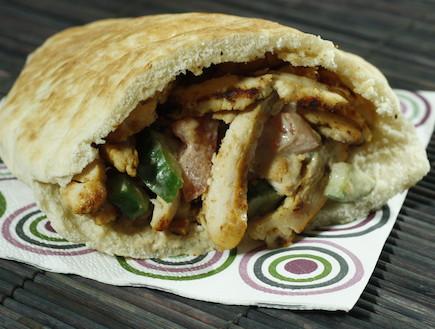 שווארמה בפיתה (צילום: אוכל טוב)