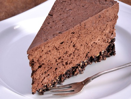 עוגת מוס שוקולד ללא אפייה (צילום: קדם צלמים, עוגות ועוגיות, הוצאת קוראים)