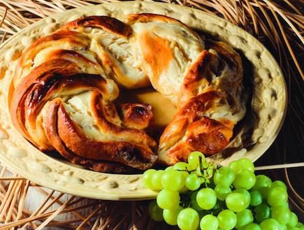 עוגת שמרים במילוי גבינה (צילום: קדם צלמים, עוגות ועוגיות, הוצאת קוראים)