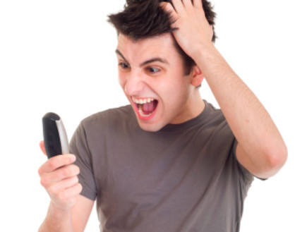 צועק בטלפון (צילום: אימג'בנק / Thinkstock)