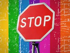 עצור וגאווה