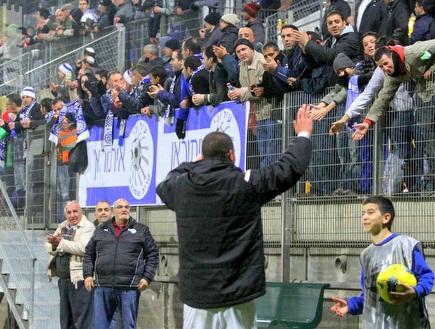 אבוחצירא והקהל (יניב גונן) (צילום: מערכת ONE)
