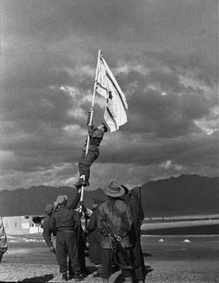 הנפת דגל הדיו (צילום: מיכה פרי)